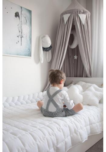 Detský uzlíkový chránič do postieľky v bielej farbe