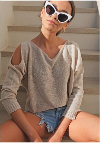 Bavlnený béžový sveter pre dámy s dierami na pleciach