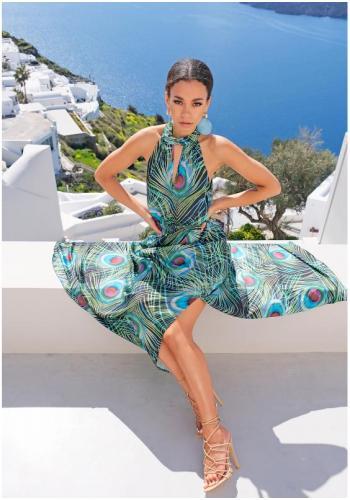 Saténové maxi šaty s viazaním kolo krku v čiernej farbe s motívom pávieho peria