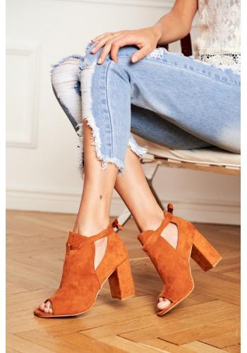 Hnedé semišové topánky na podpätku a s otvorenou špičkou pre dámy