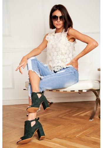 Dámske semišové topánky na podpätku a s otvorenou špičkou v zelenej farbe