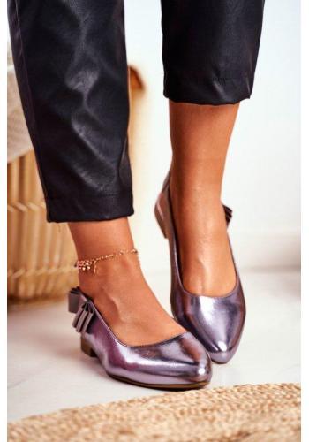 Lesklé kožené baleríny s elastickým remienkom v sivo striebornej farbe