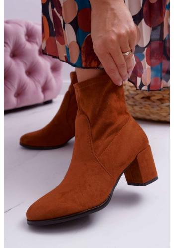 Hnedé semišové členkové topánky na opätku
