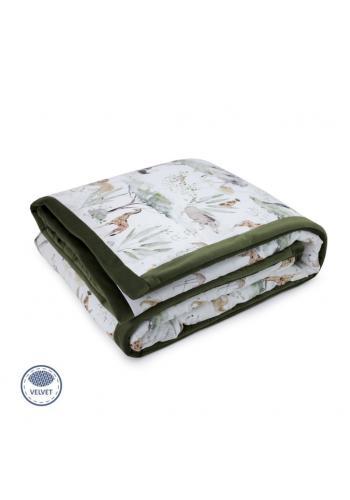 Zamatová teplá deka zelenej farby s motívom Savany
