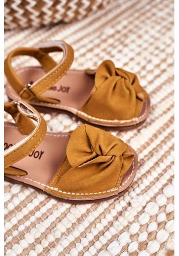 Semišové detské sandálky žltej farby so suchým zipsom