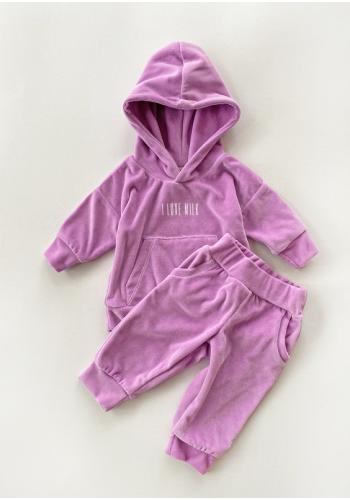 Štýlový velúrový komplet nohavíc a mikiny vo fialovej farbe