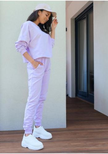 Štýlové dámske tepláky s vreckami vo fialovej farbe