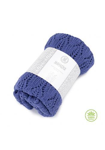 Pletená detská deka modrej farby s ažúrovým vzorom