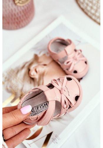 Pudrové detské sandálky na suchý zips bielej farby pre dievčatká