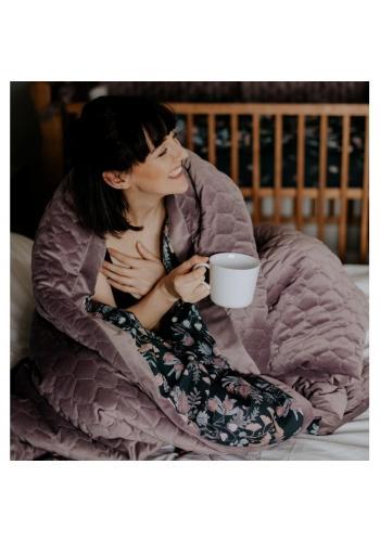 Zamatová teplá deka staroružovej farby s vintage kvetmi