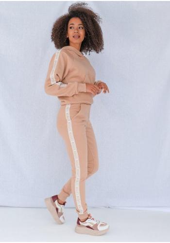 Tepláky pre dámy v béžovej farbe so zlatým pásom na bokoch
