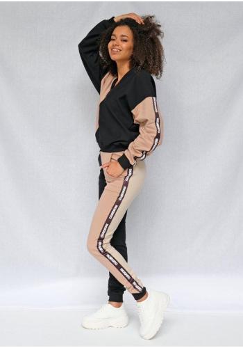 Štýlové dámske tepláky v kombinovaných farbách béžovej a čiernej