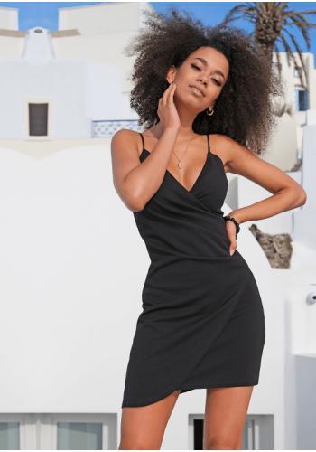 Asymetrické krátke čierne šaty na ramienka s V výstrihom