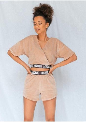 Velúrové dámske šortky s vreckami v béžovej farbe