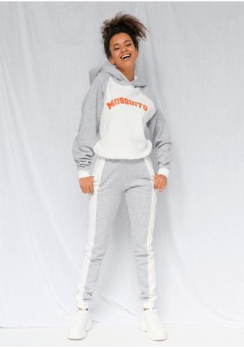 Sivo-biela dámska mikina s oranžovým nápisom