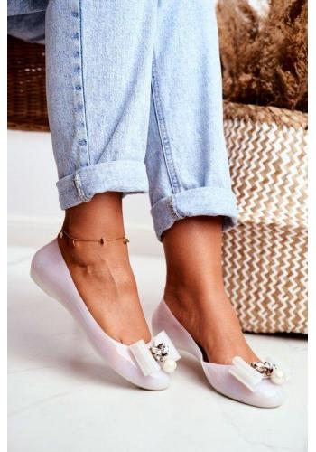Trendy gumené dámske balerínky bielej farby
