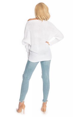 Štýlový biely sveter s rozšírenými rukávmi