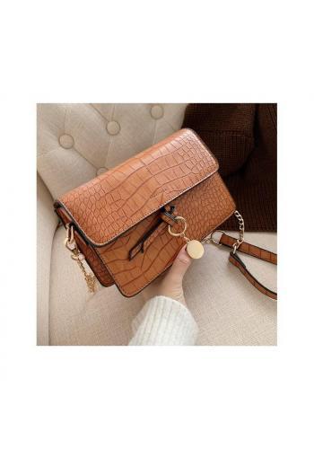 Elegantná dámska kabelka hnedej farby s retiazkou