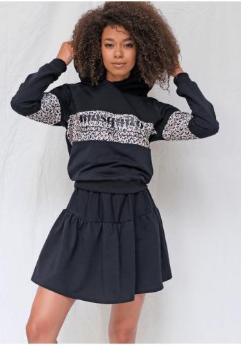 Dámsky komplet krátkej sukne a mikiny s leopardím motívom v čiernej farbe
