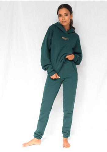 Módna dámska mikina s vreckom a kapucňou v zelenej farbe