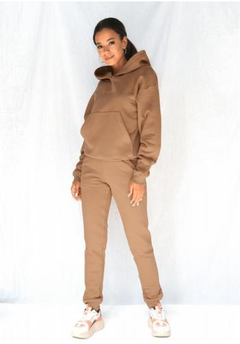 Štýlová dámska mikina s vreckom a kapucňou karamelovej farby