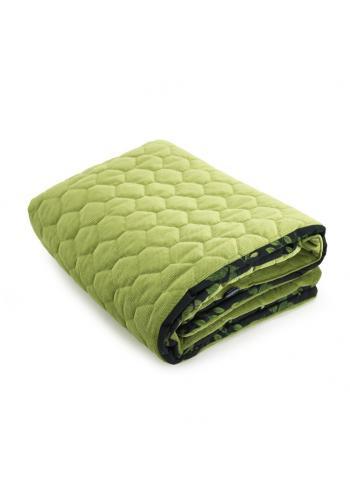 Čierno-zelená zamatová teplá deka pre deti s bylinkovým motívom