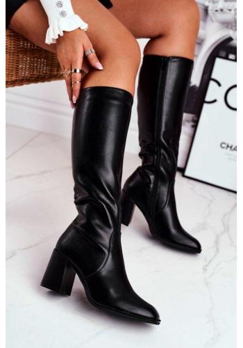 Dámske topánky na podpätku v čiernej farbe
