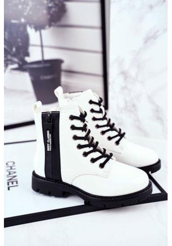 Trendy detské lakované čižmy v bielej farbe