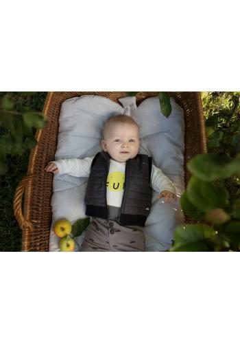 Prešívaná detská vesta čiernej farby