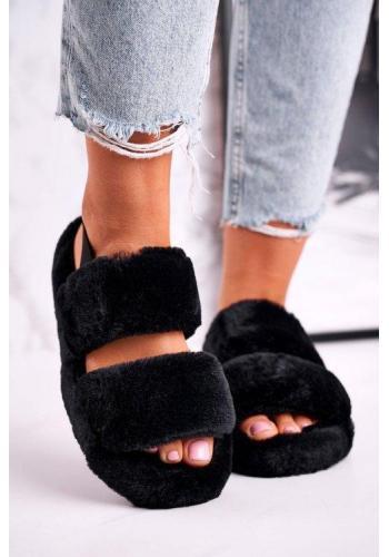 Trendy papuče v čiernej farbe s kožušinou