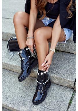 Lakované čierne čižmy s perlami
