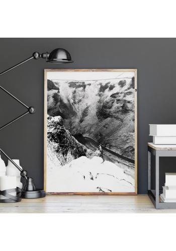 Prírodný plagát čierno-bielej farby s motívom krajiny