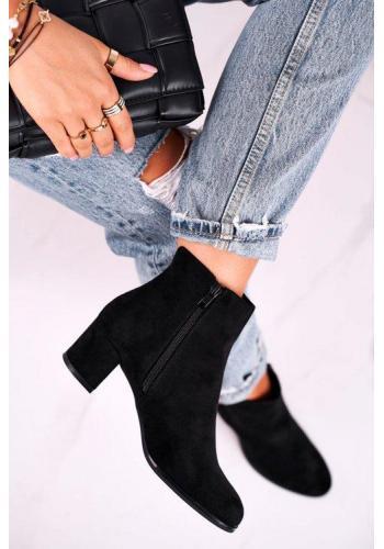 Semišové topánky v čiernej farbe