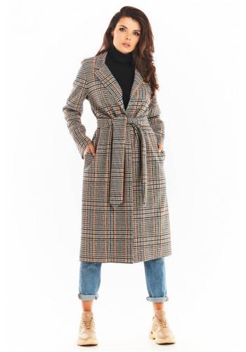 Dámsky dlhý károvaný kabát s opaskom v tmavomodrej farbe