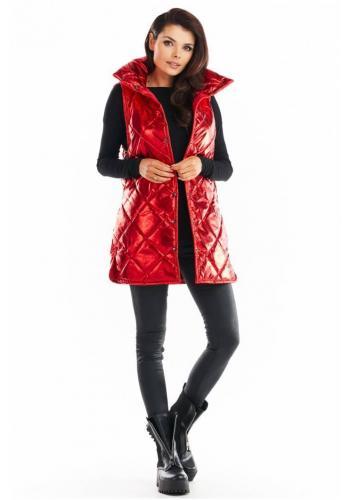 Prešívaná dámska vesta červenej farby s vysokým golierom