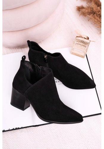 Čierne topánky na opätku pre dámy
