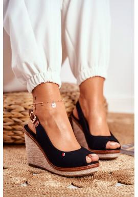 Módne dámske čierne sandále na klinovom podpätku