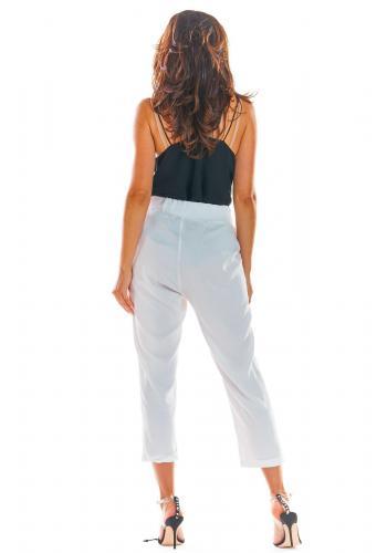 Biele letné nohavice s voľným strihom pre dámy