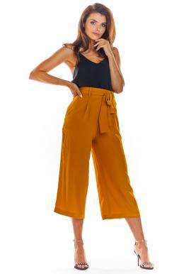 Módne dámske nohavice ťavej farby na leto