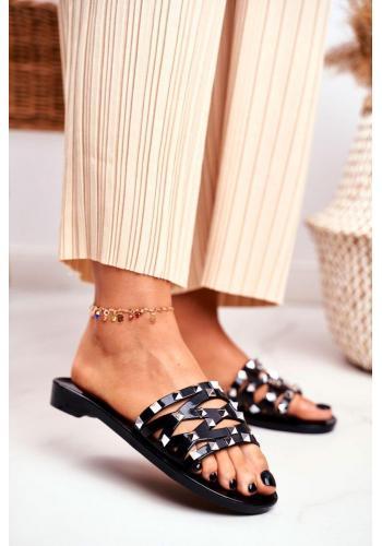 Trendy čierne dámske šľapky s cvočkami