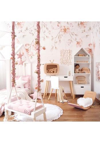 Biela tapeta na stenu s ružovými kvetmi