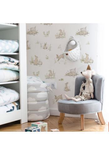 Biela klasická tapeta s malými králikmi