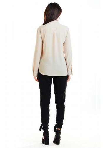 Klasická dámska košeľa béžovej farby s vreckami na hrudi