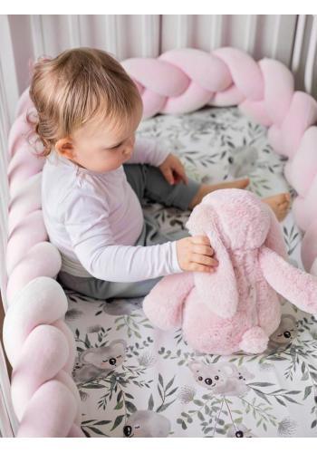 Pastelovo ružový velúrový chránič na postieľku