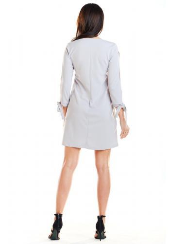 Sivé lichobežníkové šaty s viazaním na rukávoch pre dámy