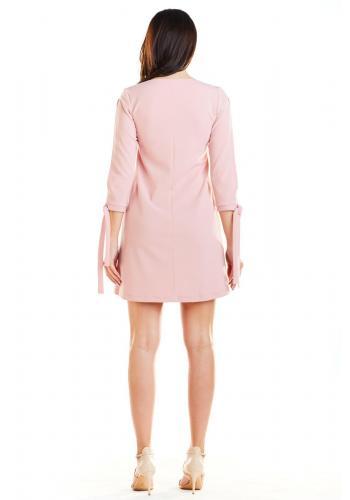 Dámske lichobežníkové šaty s viazaním na rukávoch v ružovej farbe