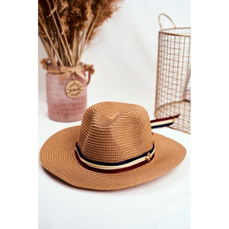 Hnedý módny klobúk na leto so stuhou a zlatou muchou pre dámy