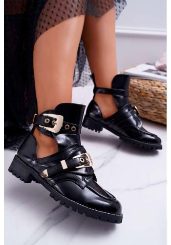 Dámske lakované topánky s výrezmi a prackami v čiernej farbe