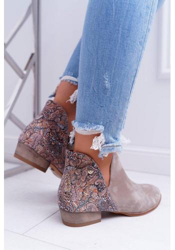 Jarné dámske topánky béžovej farby so zdobenou pätou