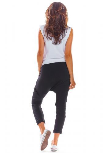 Čierne módne tepláky so zníženým sedom pre dámy